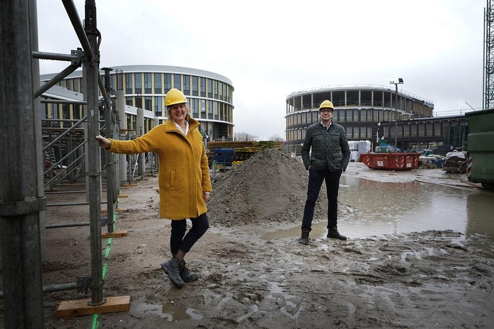Trea vd Vecht en Patrick Berends op de bouw